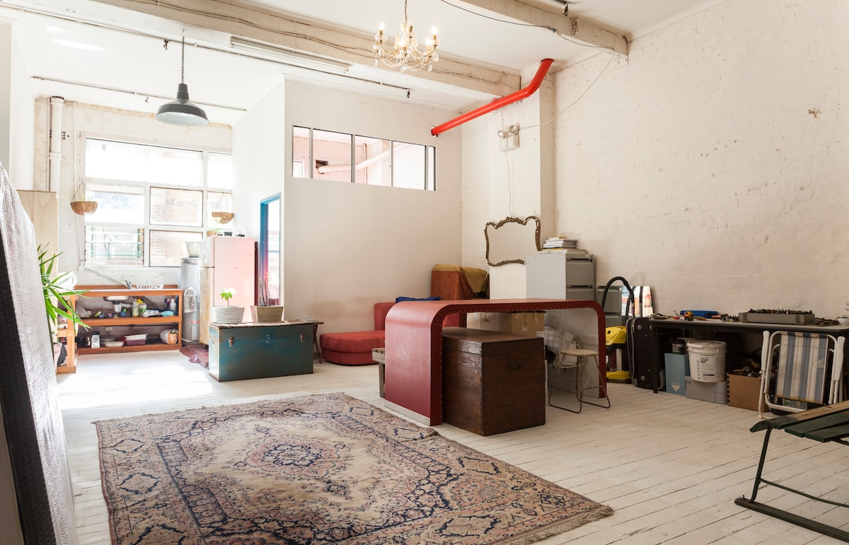 Bright central warehouse apartment