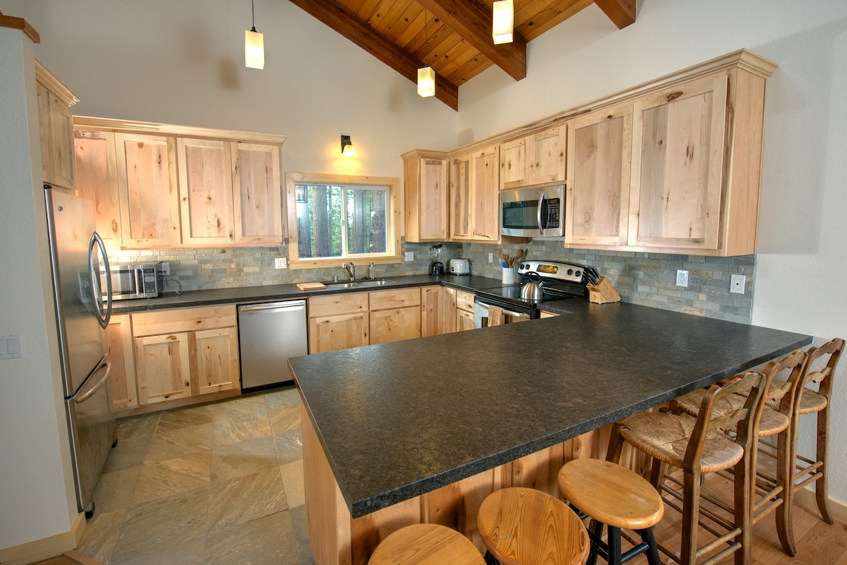 Expansive 5 Bed Lake Tahoe Home