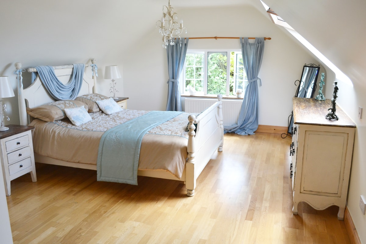 The Blue room. King size bedroom with ensuite bathroom.