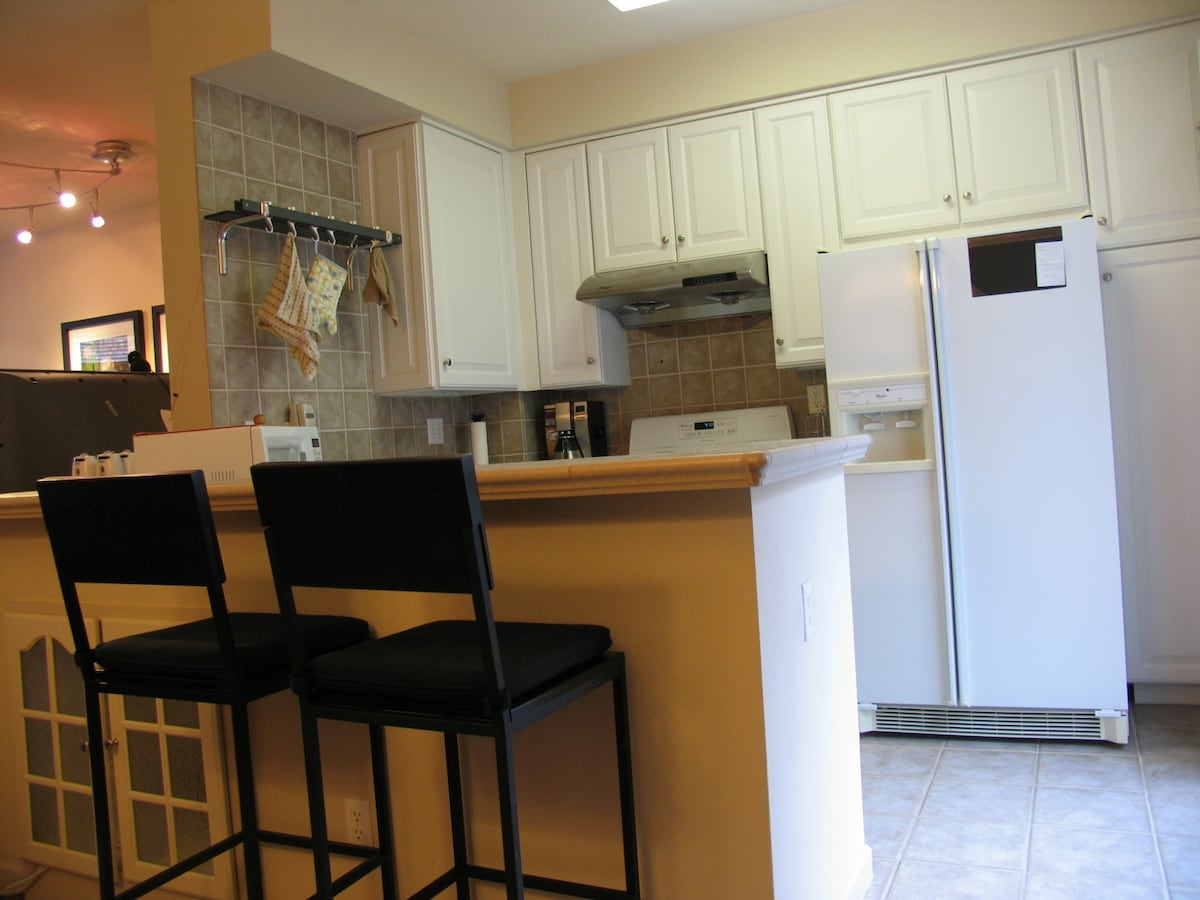 Fully equipped Kitchen with coffe machine, microwave, cook stove and oven.