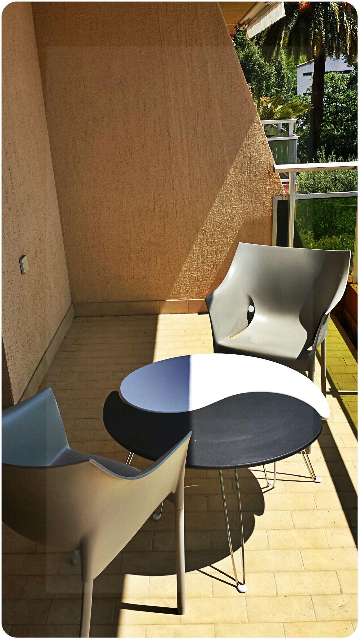 Studio de standing Modern Design