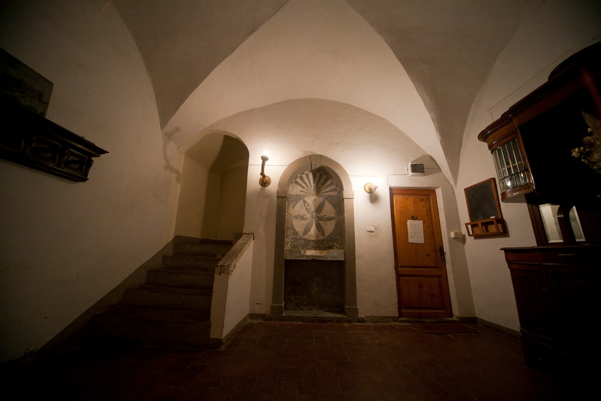Shared entry hall with medieval fresco