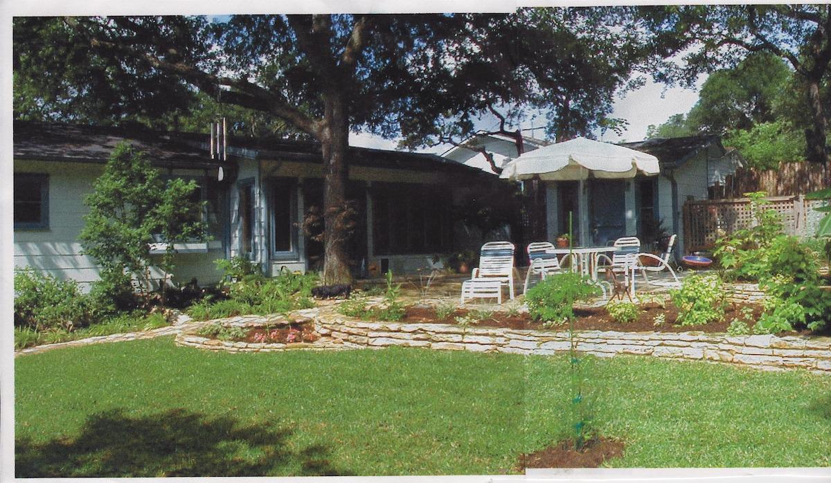 Zilker Guesthouse Garden area
