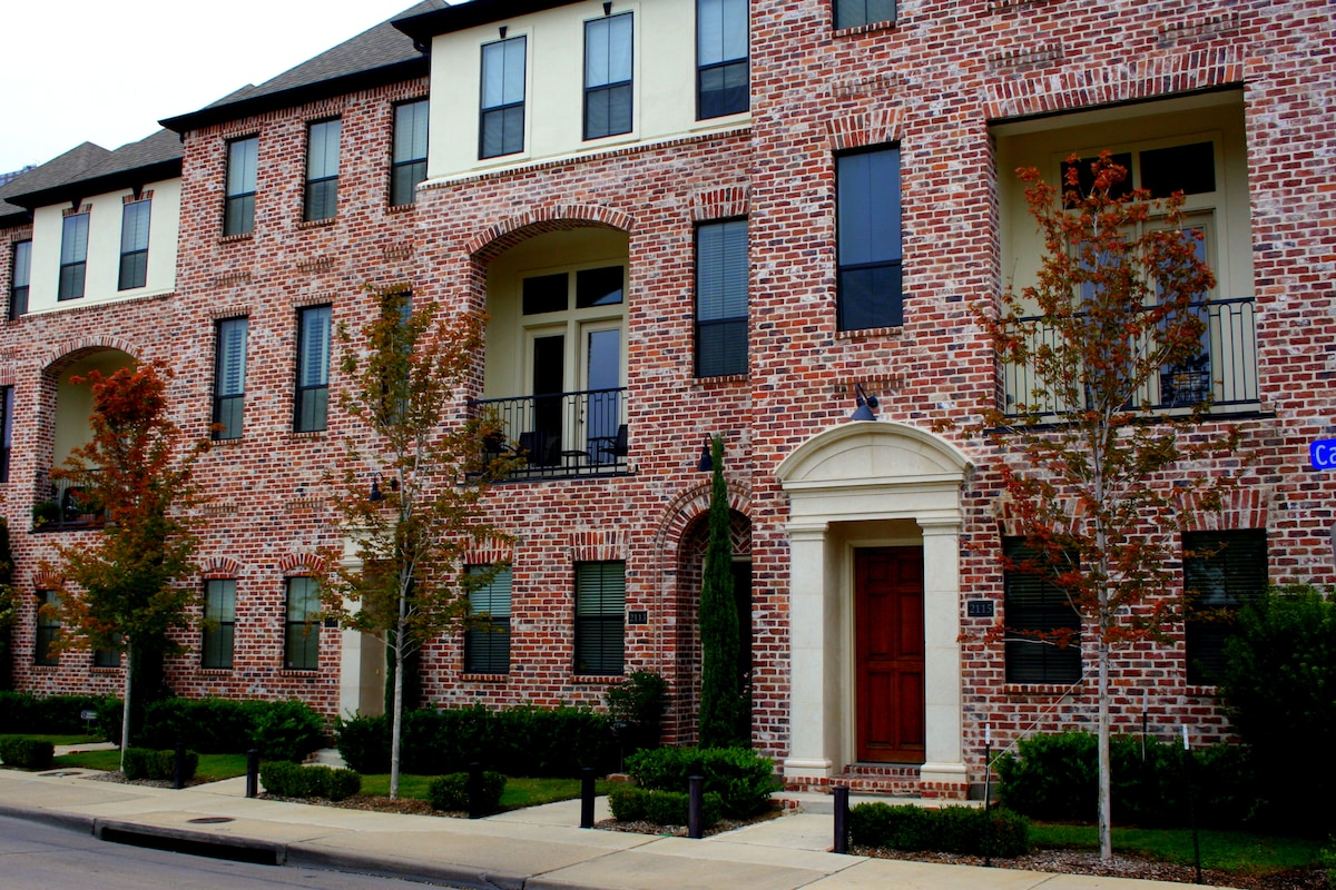 Downtown Townhouse