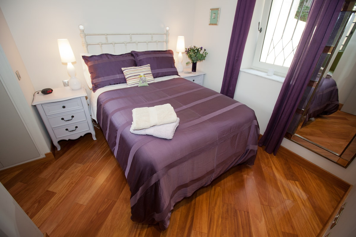 The 'Violette' Room (standard double bed)