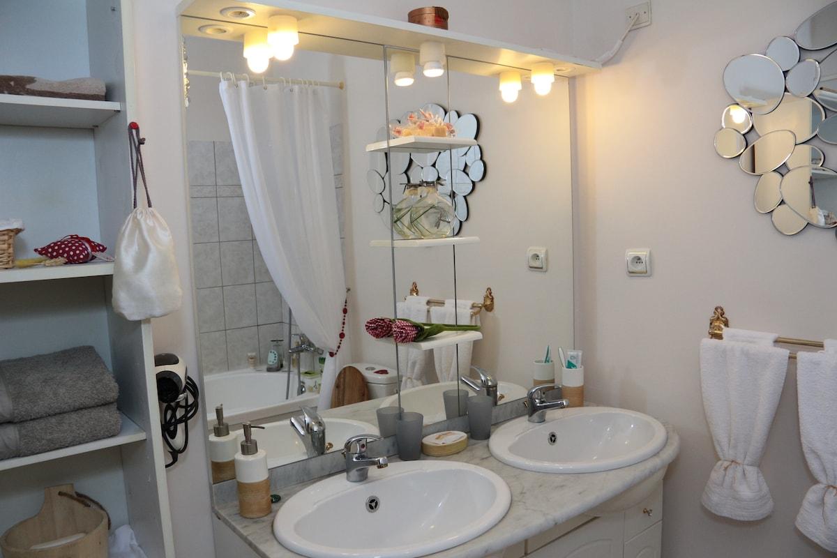 salle de bain privée, avec WC.