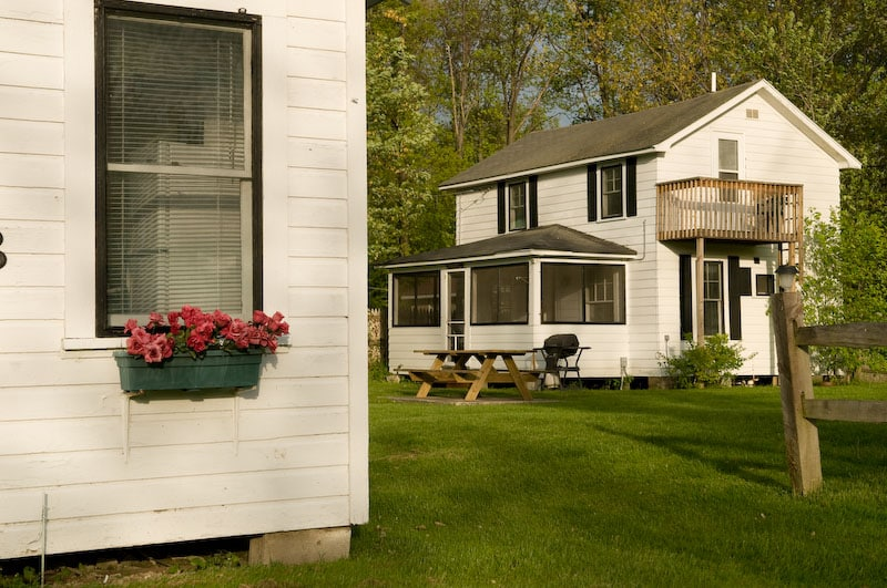 Pretty Cottages at Lake Erie