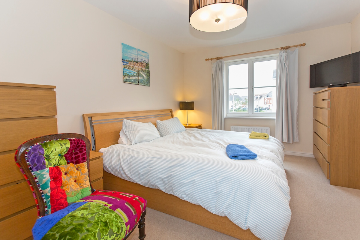 The en suite master bedroom has a view over the park and the garden