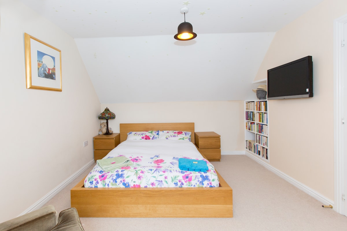 """The double room has a 32"""" flat screen TV.  There is plenty of room for a travelcot"""