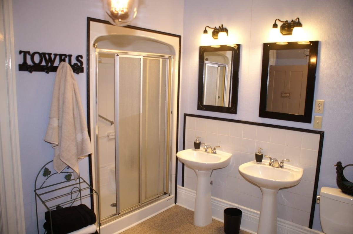 Shared five-piece bathroom