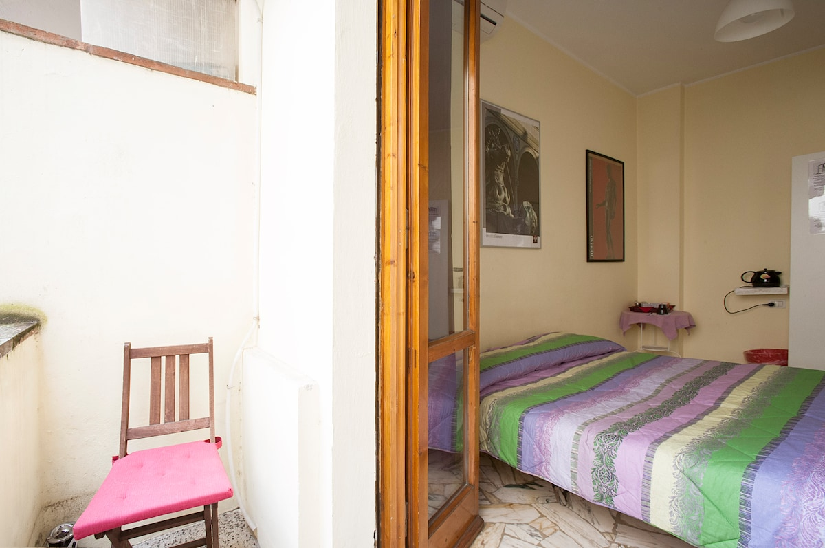Single room near the station!