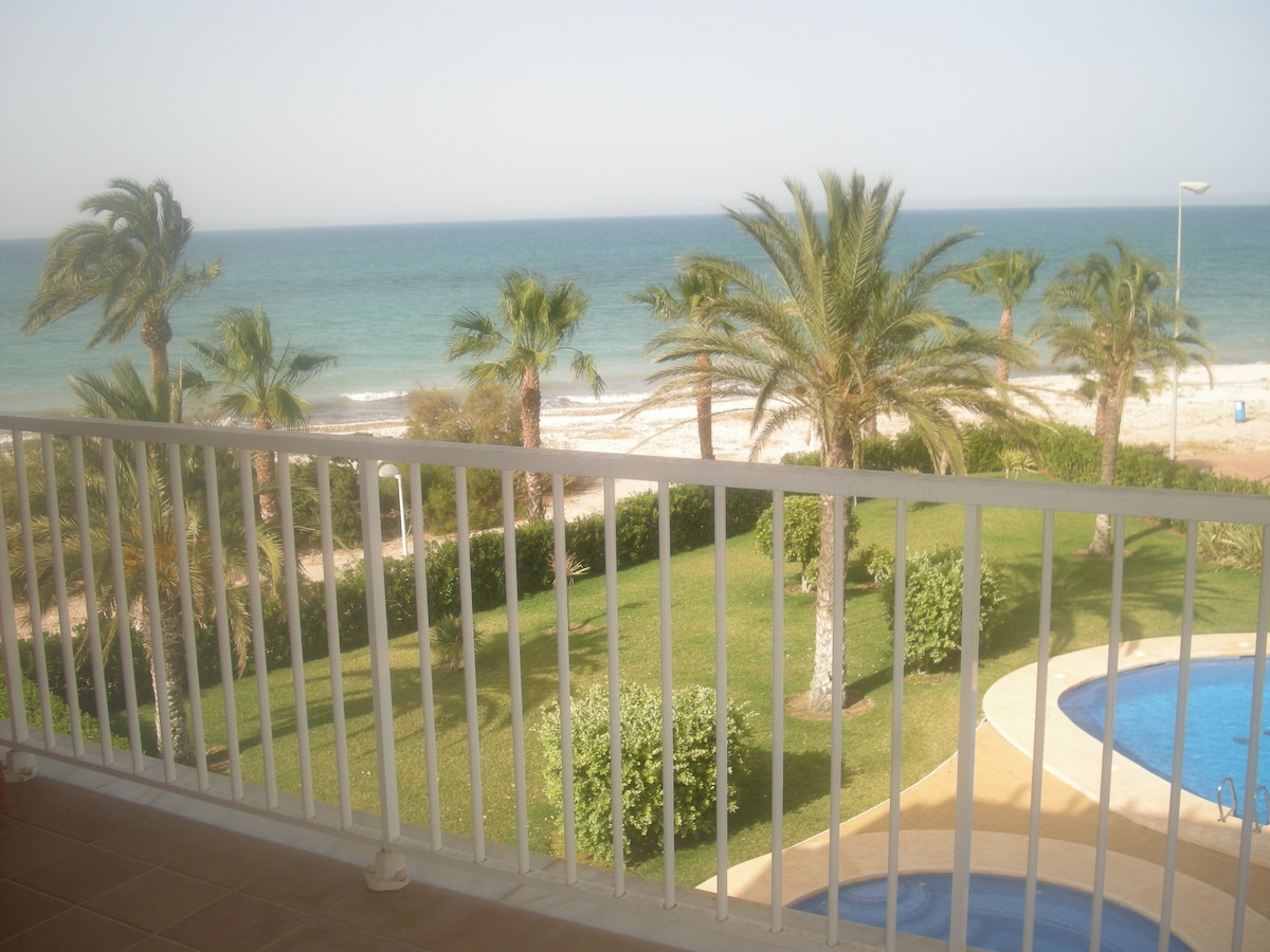 Beach front line new/nice apartment