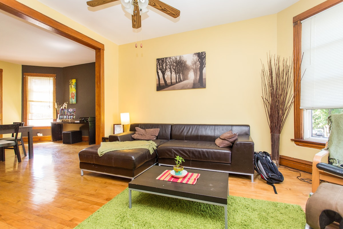 """Shared living area with 42"""" Flat Screen TV and Premium Cable"""