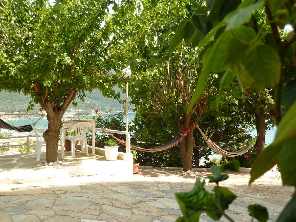 Heras Garden