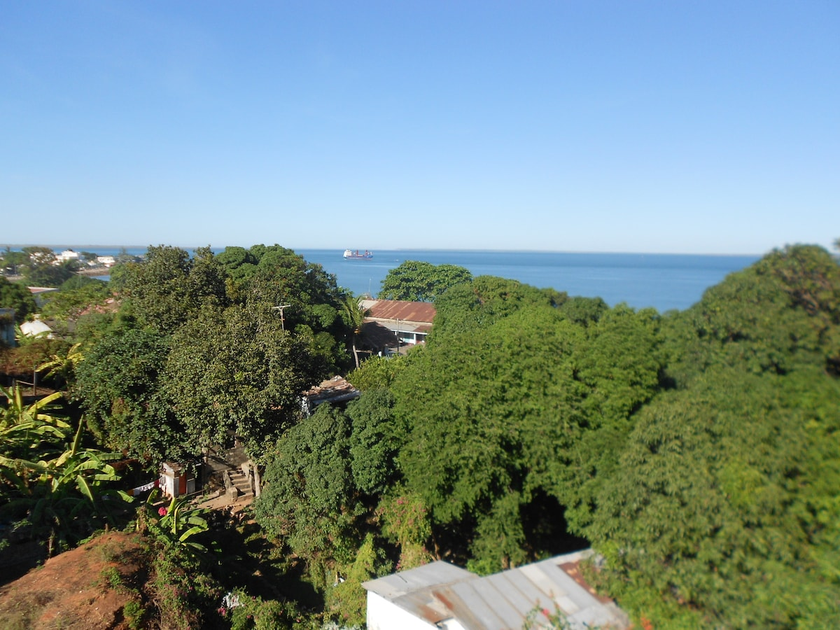 TreeHouse with SeaView 5min to CBD