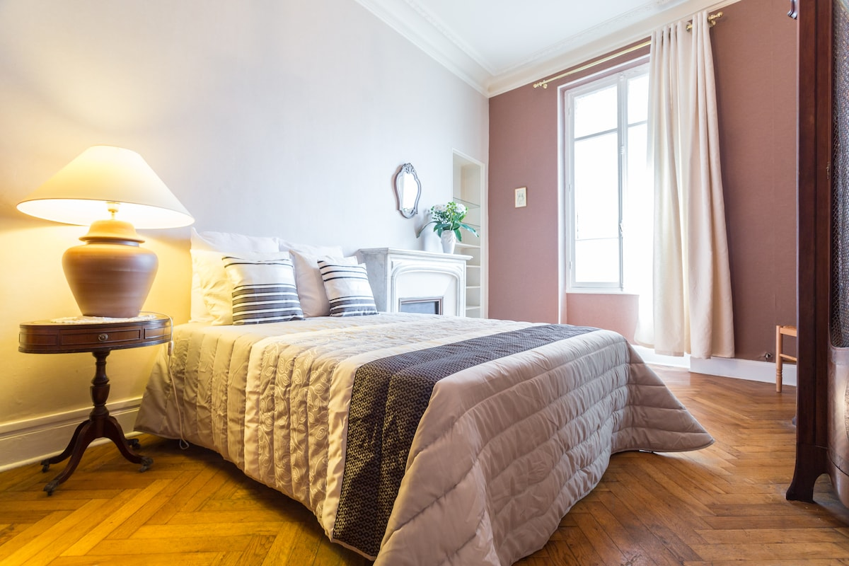 BIG BEDROOM - NEAR BEACH - IN THE CENTER OF THE TOWN