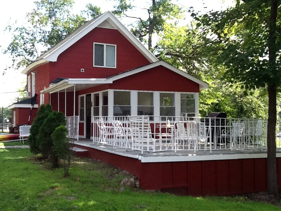 Cozy two bedroom carriage house.