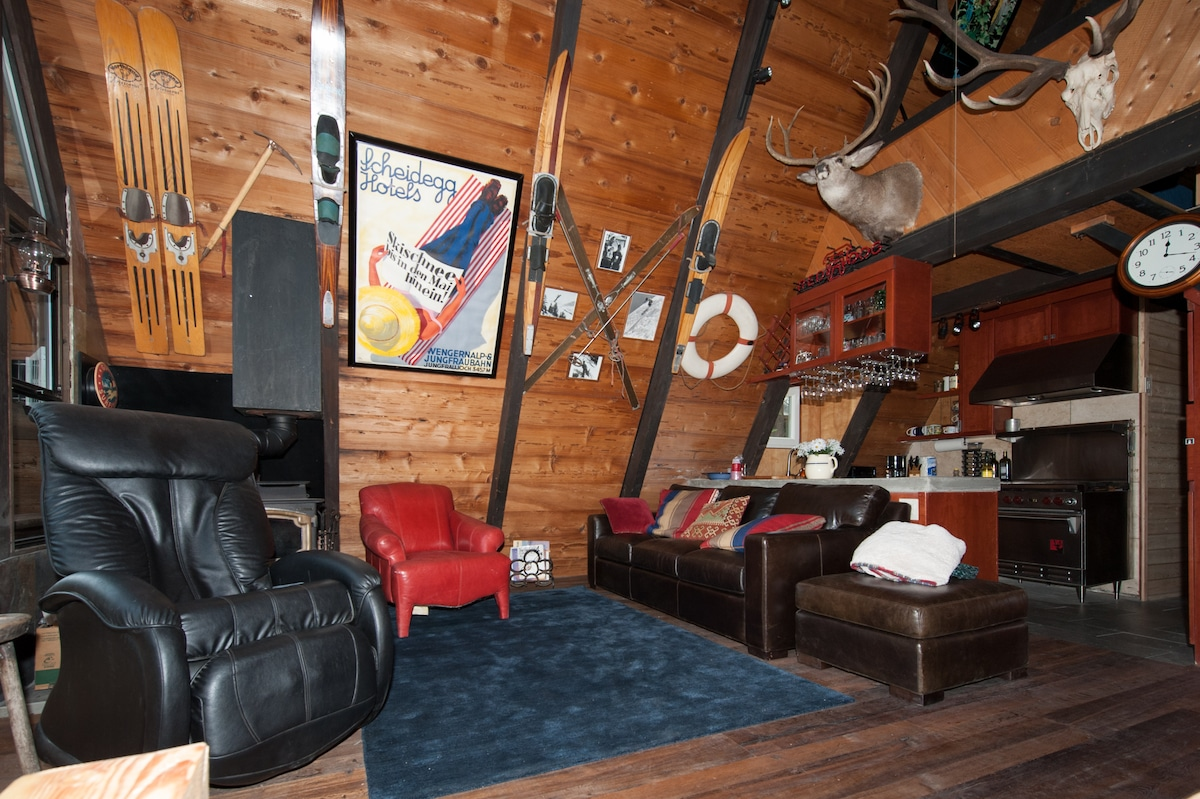 Charming Tahoe Park cabin sleeps 8-9 with 3 bdrms, 2 baths, office-den.