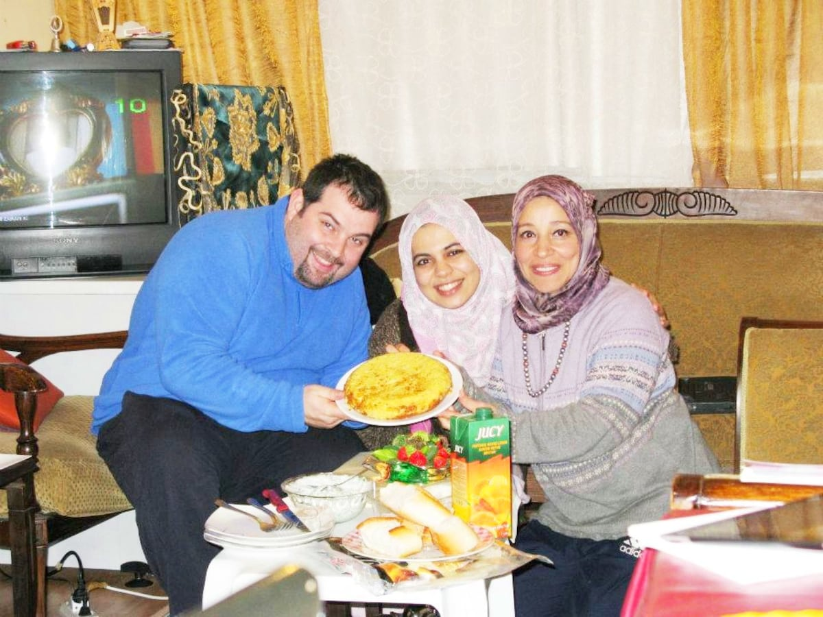 Nacho my Spanish guest and Sumaya my Algerian guest Nacho cooked palates tortia. It was very diletious after 2 hous waiting. :)
