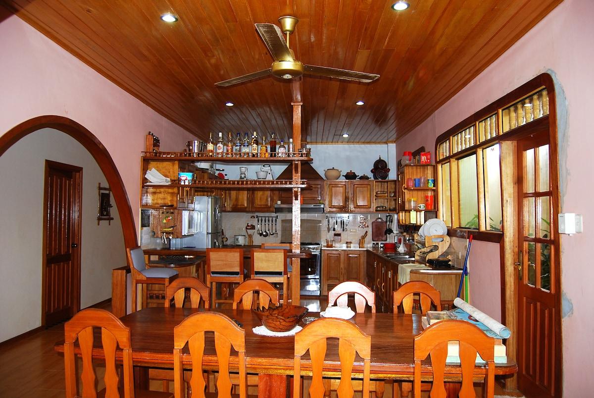 Full kitchen free