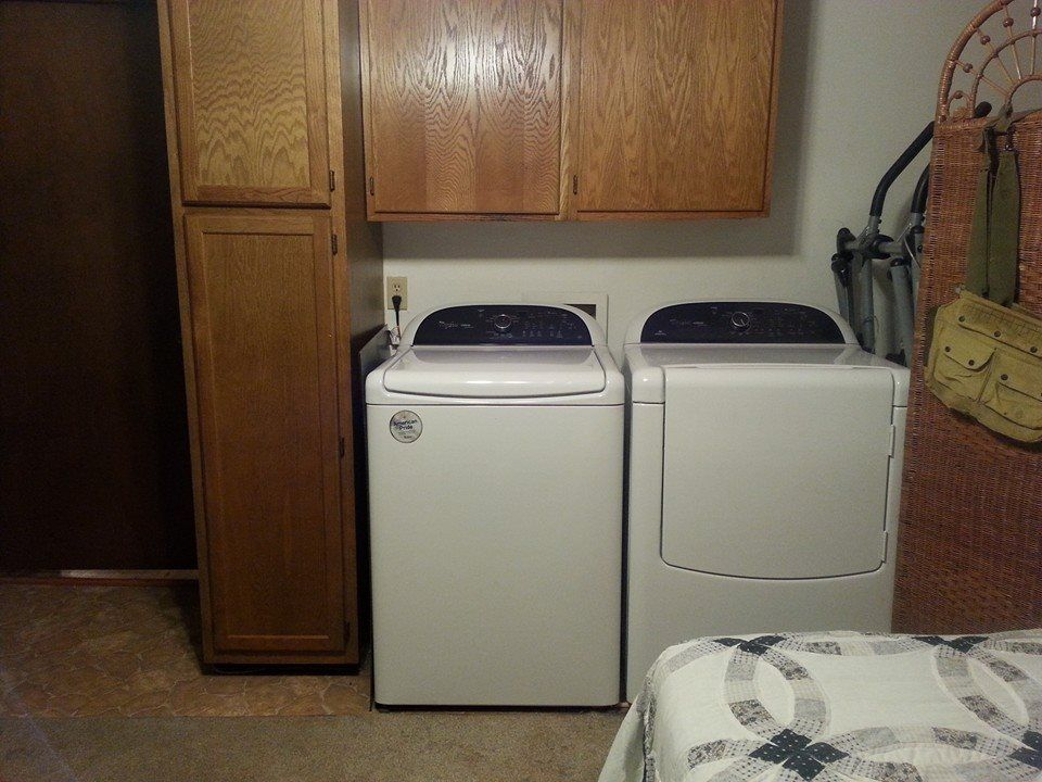 "This set of HE washer/dryer cleans effectively even on ""cold/eco"" setting! Detergent provided."