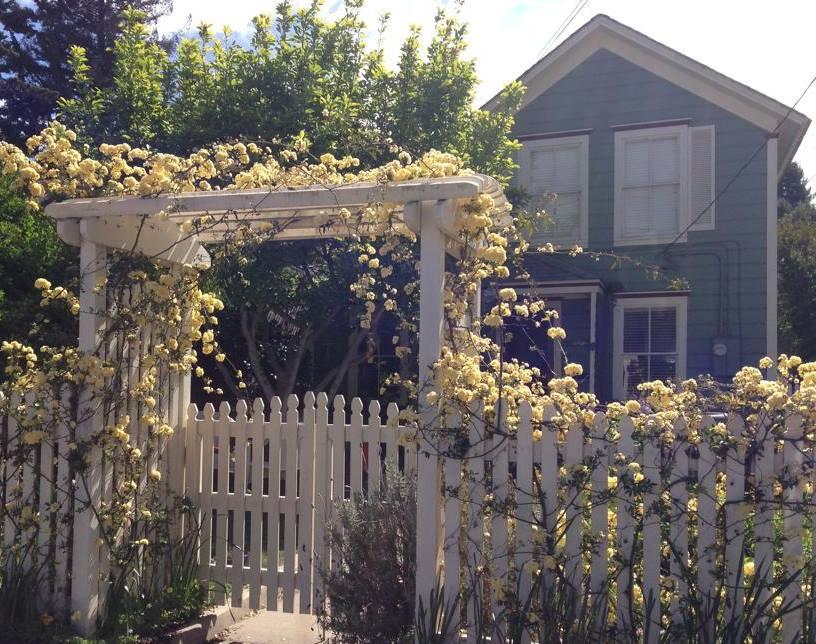 Sweet Market Street Farm House-
