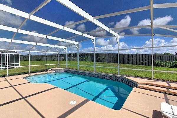 Disneyworld 6 bed/4bath pool home