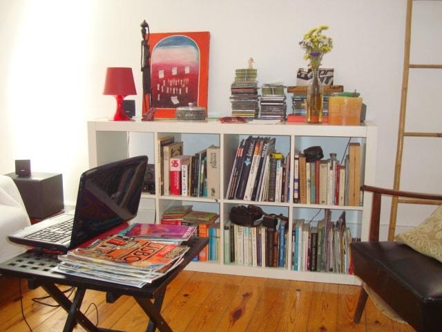 Room in downtown Lisbon (Violet)