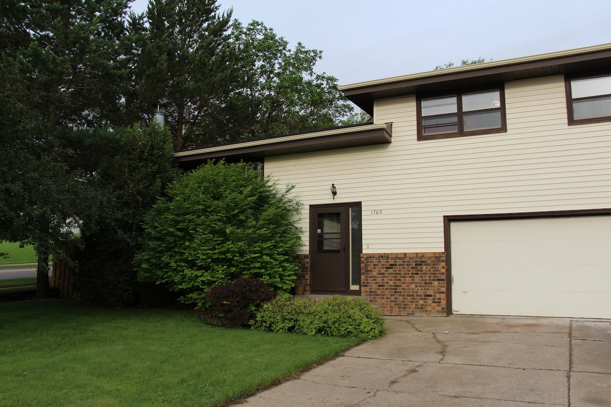 Rest and Relax in 2 Bedroom Home