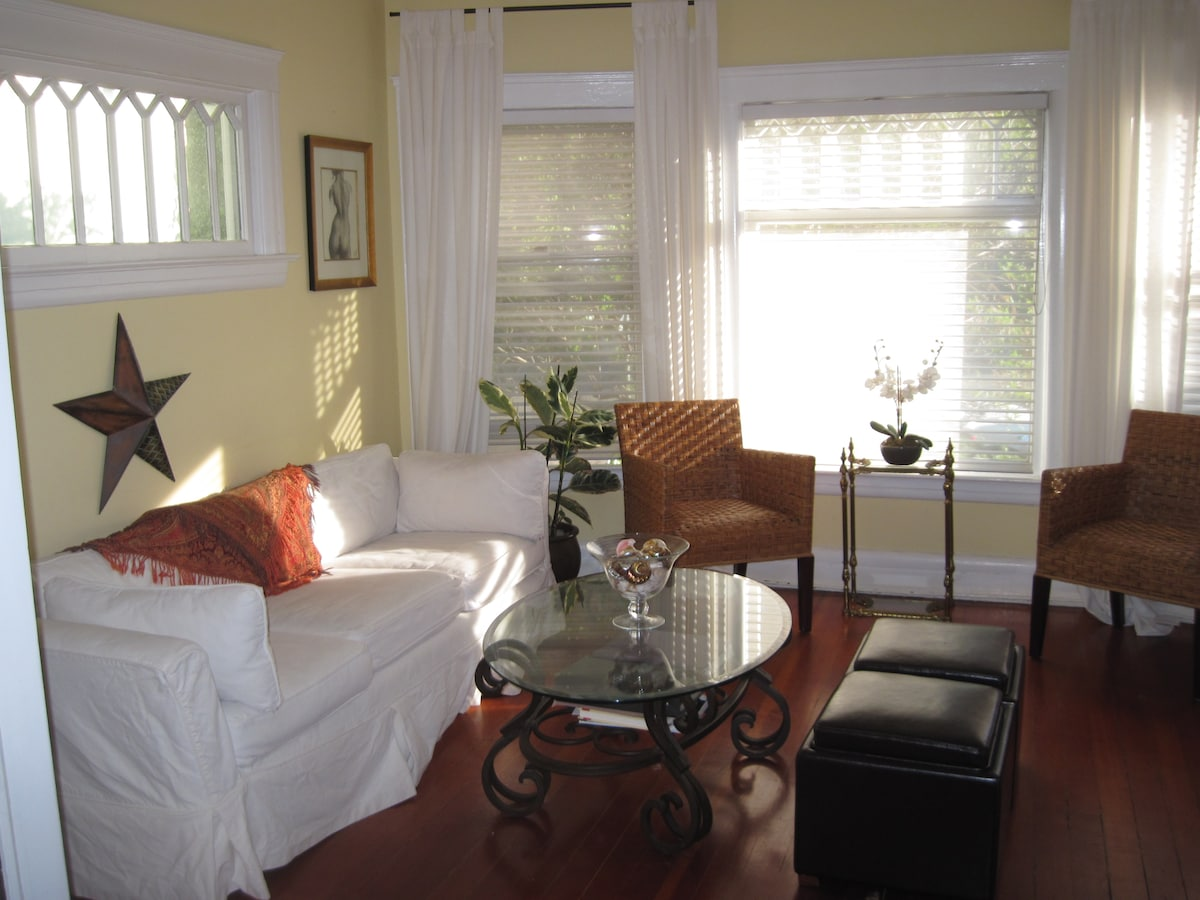 Living room with bay window, 9ft ceilings, historic details.