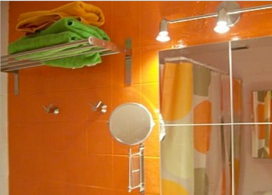 Nice and colorful bathroom. Perfect to do not get frozen!