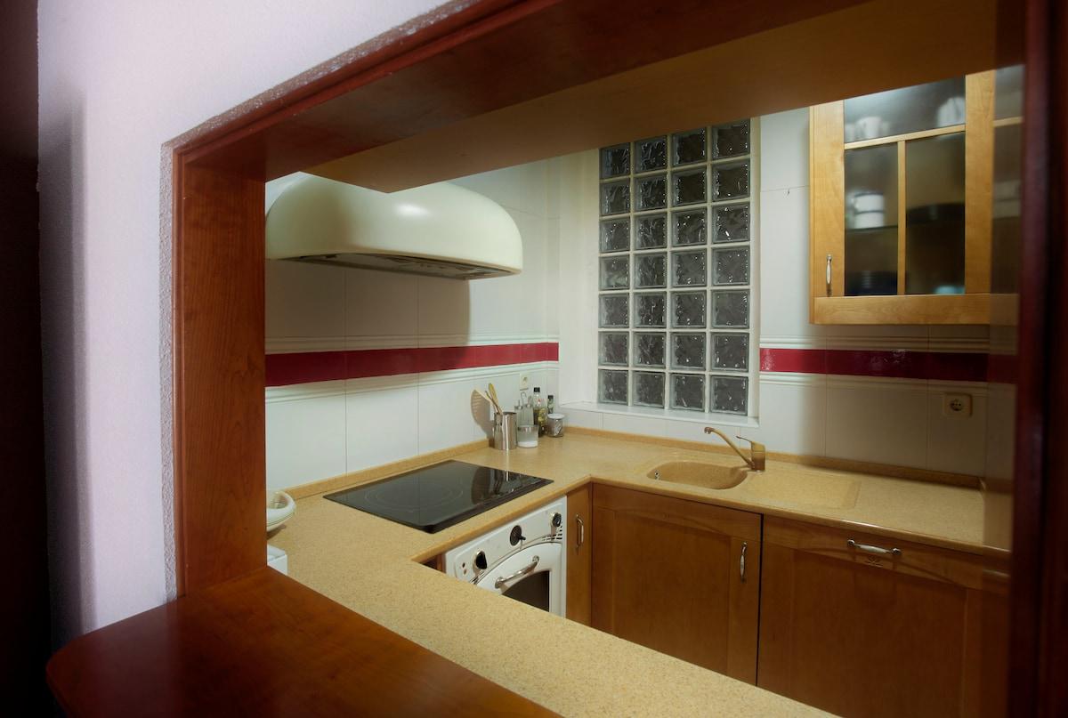 server window in the kitchen -- ventana para servir desde la cocina