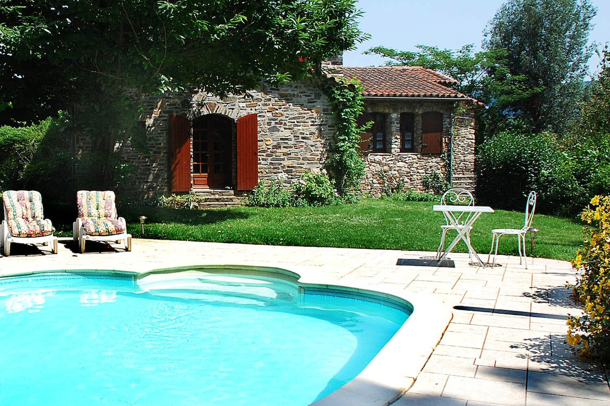 Superb stone house with heated pool