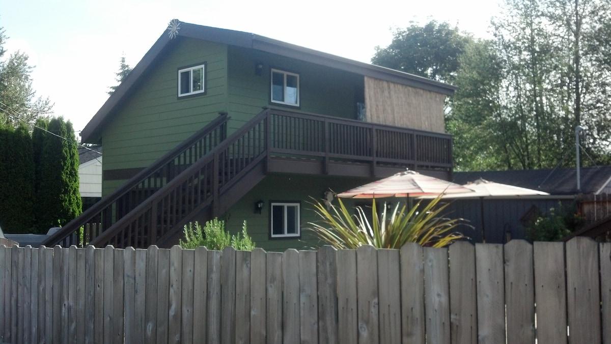 Studio apartment- West Seattle