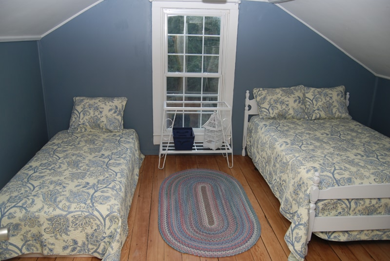 Upstairs bedroom with one double and one twin.