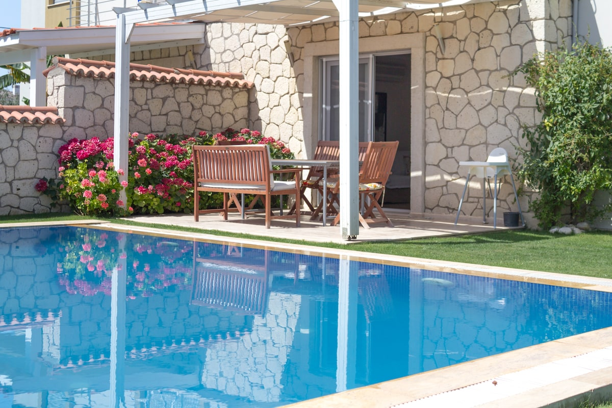 Cozy 3B Villa with pool in Alacati