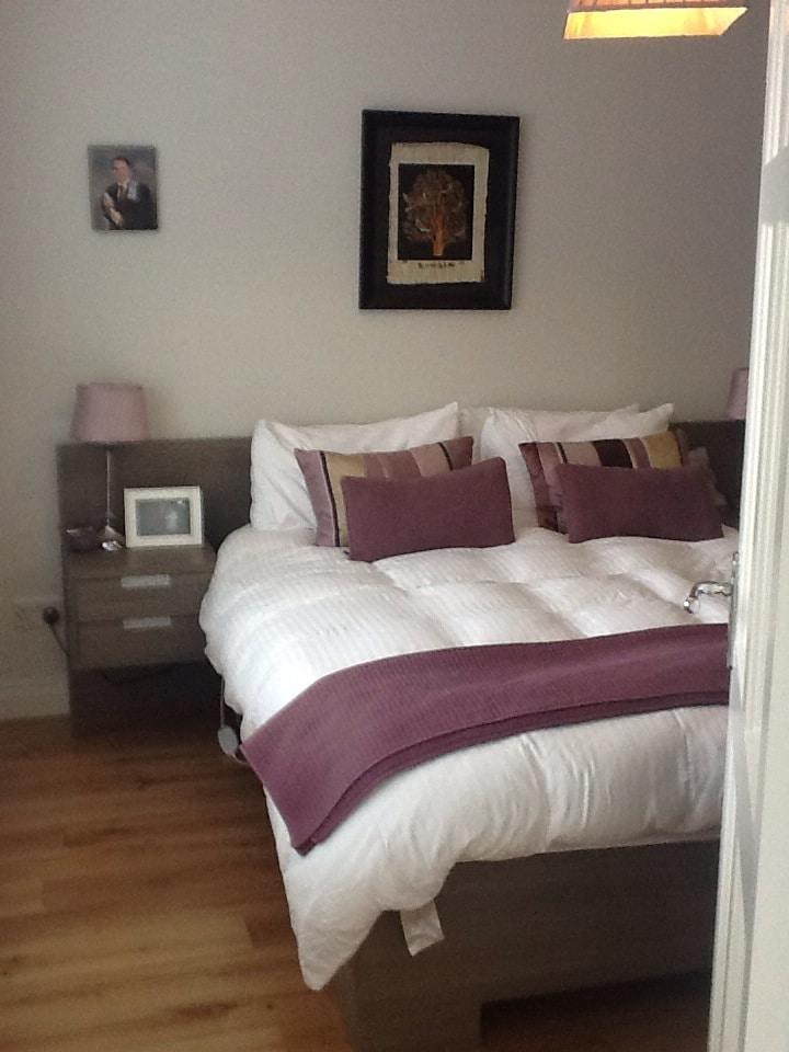 modern en-suite room