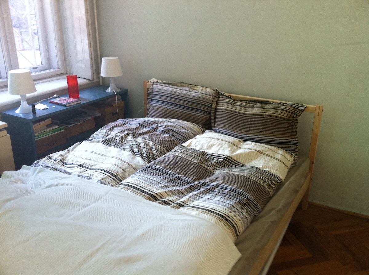 Double Bed with lines and towels