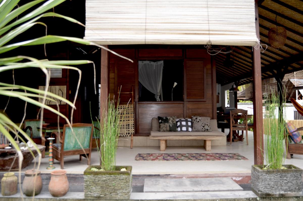 Lovely Artist home in Penestanan