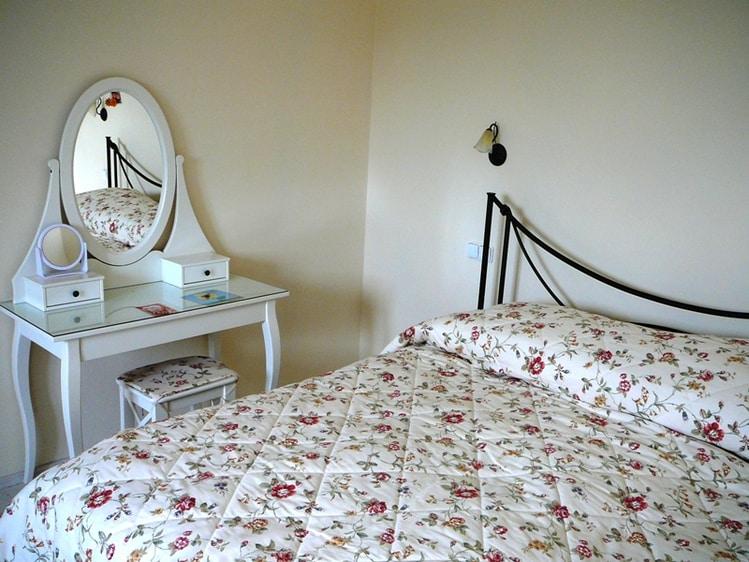 Романтичная спальня. Кованая кровать с ортопедическим матрасом.