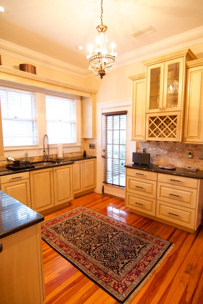 Beautiful downtown 2 bedroom home