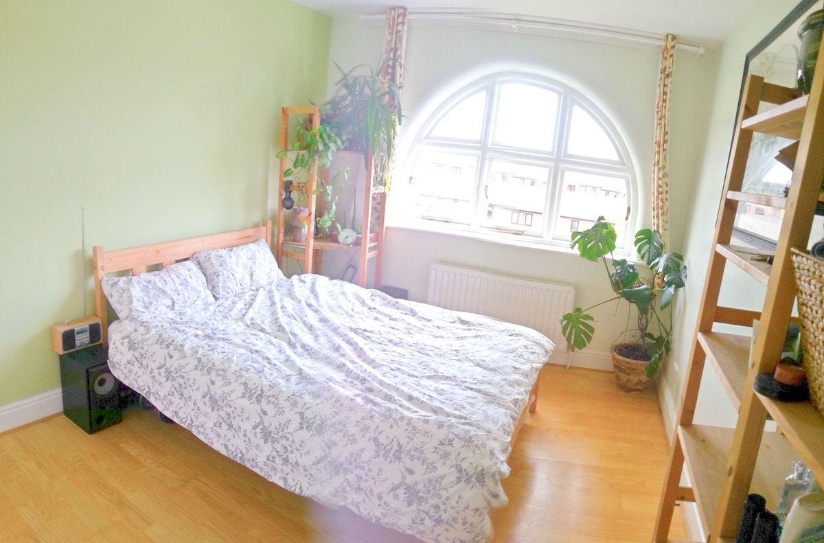 City centre flat close to station
