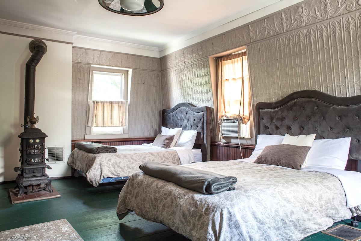 Victorian Mansion,Fam Artist's Loft