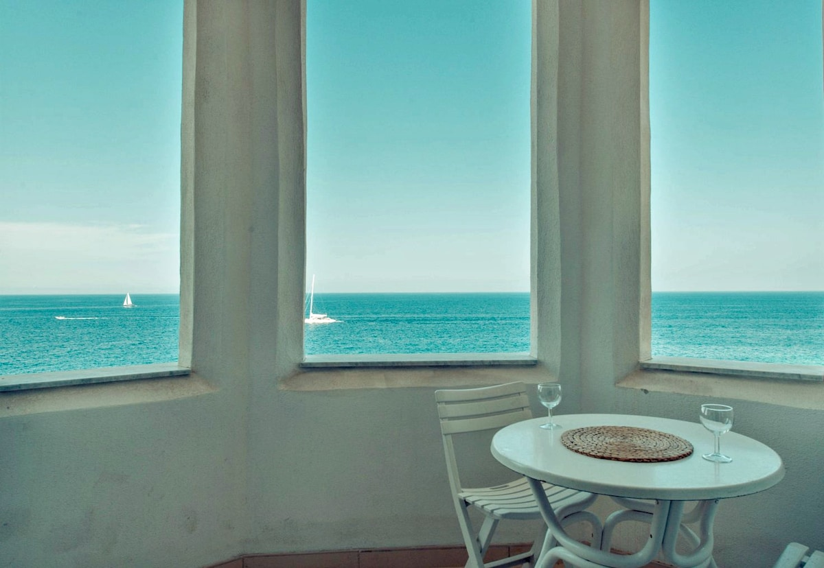 Charming Seafront 3 bedroom Apart