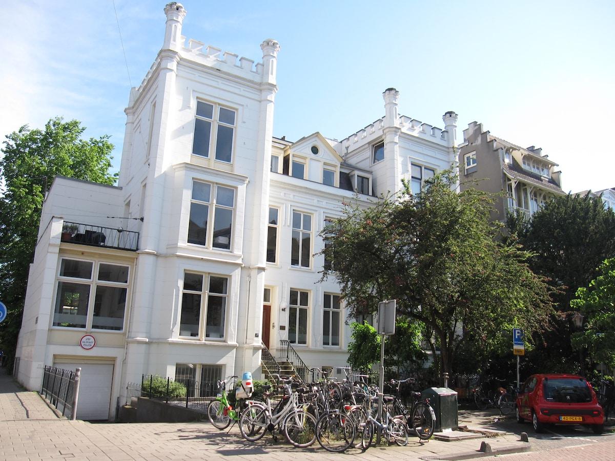 Vondelpark/Museumplein next door...