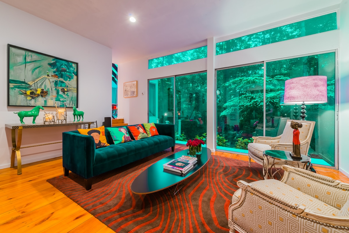 Living room offering lots of natural daylight and views into the green  surroundings