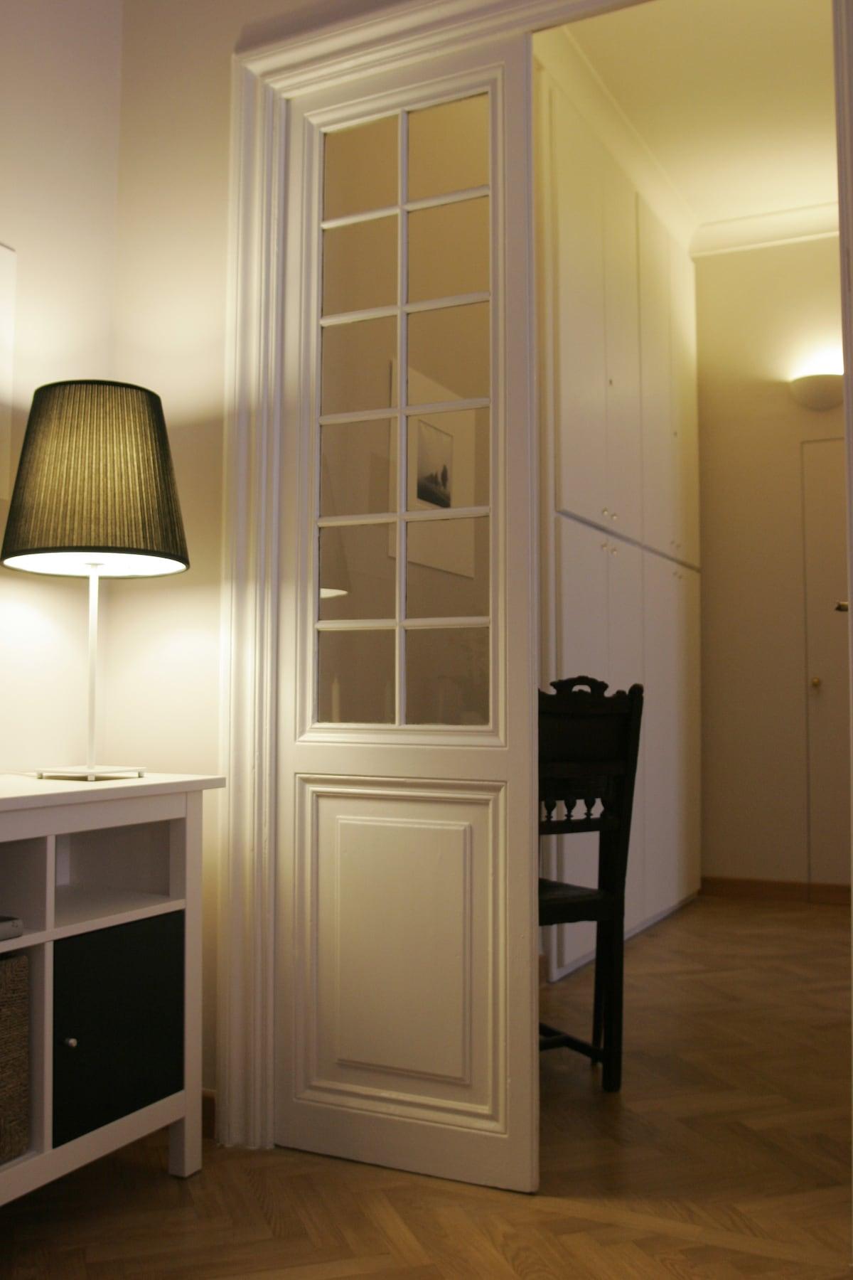 ambiente colazione-angolo cottura-tv flat-corridoio