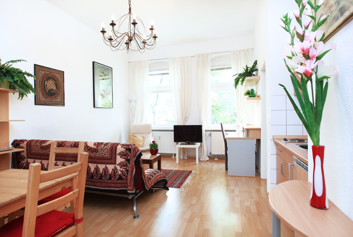 1,5 rooms in Berlin's coolest spot!