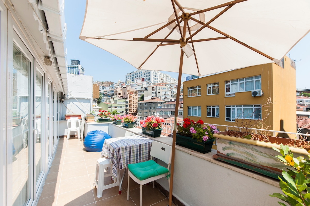 SUNNY CIHANGIR FLAT WITH TERRACE