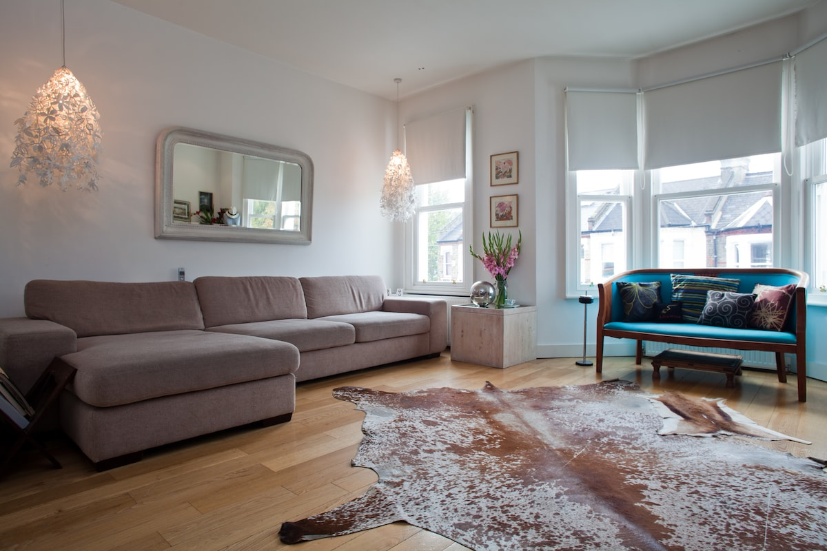 Huge living room for all to share 24sqm